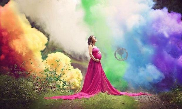 Μετά από 6 αποβολές επιτέλους γιορτάζει και φωτογραφίζει την επιτυχημένη της εγκυμοσύνη