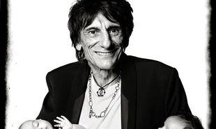 Αυτές είναι οι 4 μηνών δίδυμες του 69χρονου κιθαρίστα των Rolling Stones, Ronnie Wood!