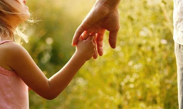 Ένα παιδί μας συμβουλεύει πώς να είμαστε καλοί γονείς!