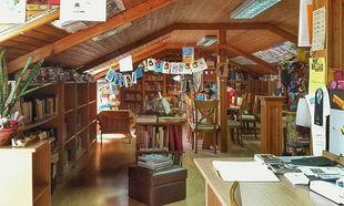 """Στο πατάρι ενός μικρού ελληνικού χωριού υπάρχει μια """"μαγική"""" βιβλιοθήκη"""