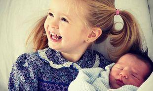 Η πρώτη κοινή φωτογραφία των παιδιών του διάσημου ζευγαριού, μετά τη γέννηση του μικρούλη