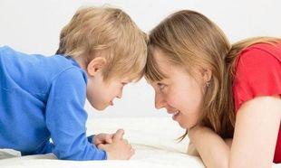 Ελπιδοφόρα έρευνα: Η έγκαιρη και σωστή ενημέρωση των γονιών μπορεί να βοηθήσει τα αυτιστικά παιδιά τους