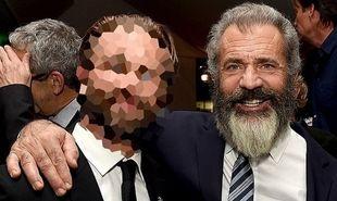 Ο Mel Gibson αγκαλιάζει με υπερηφάνεια τον 26χρονο γιο του