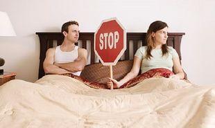 Πώς μπορεί μια γυναίκα να αντιμετωπίσει την κολπική ξηρότητα; Τι μπορεί να κάνει ο σύντροφός της;