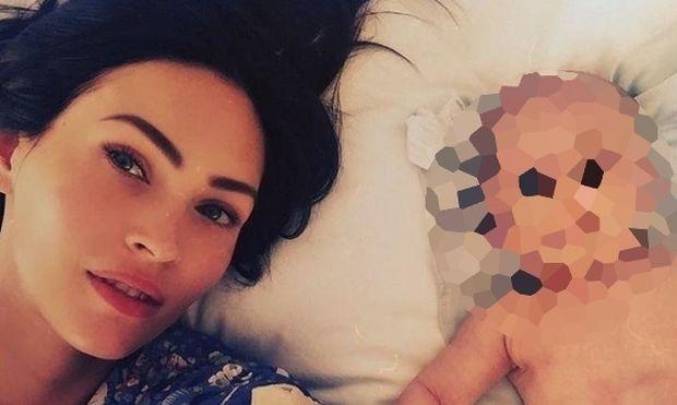 Η Megan Fox στην πρώτη selfie με τον μόλις δύο μηνών γιο της