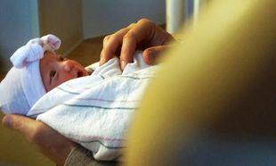 Γνωστός ηθοποιός μας συστήνει για πρώτη φορά τη νεογέννητη κόρη του
