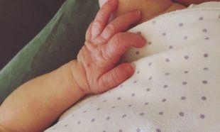 Ανακοίνωσε πριν μερικές ώρες τη γέννηση της κόρης της με αυτή τη φωτογραφία