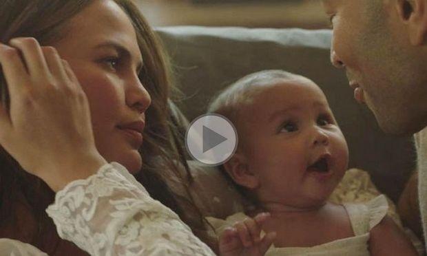 Ο John Legend σε τρυφερές στιγμές με την Chrissy Teigen και τη μικρή Luna στο νέο του κλιπ!