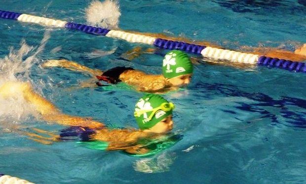«Γιατί το παιδί μου πρέπει να αρχίσει κολύμβηση»-Όλα όσα πρέπει να γνωρίζουν οι γονείς