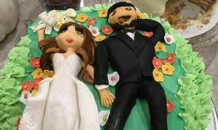 Δεν χωρίζουν! Μάλιστα γιόρτασαν την επέτειό τους με αυτή την τούρτα υπερπαραγωγή