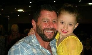 Μεγαλώνει μόνος του την 4χρονη κόρη του και δεν αντέχει να ακούει από τις μαμάδες επτά πράγματα