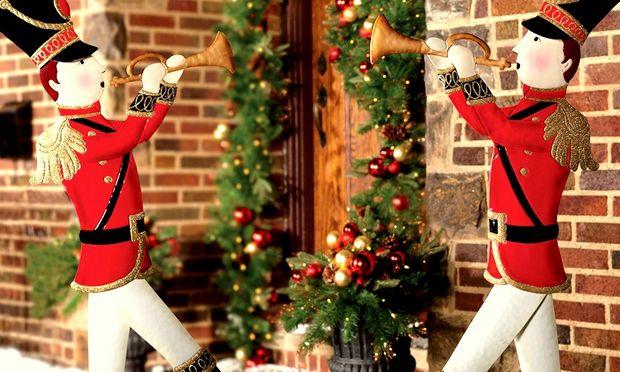 Deco: 15 ιδέες για να διακοσμήσετε τις πόρτες σας φέτος τα Χριστούγεννα