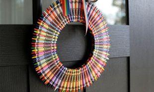 Deco: 15 πρωτότυπα και οικονομικά χριστουγεννιάτικα στεφάνια για την πόρτα σας που μπορείτε να φτιάξετε