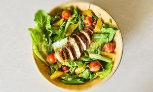 Δύο σε ένα: Μαρινάδα για κοτόπουλο και ντρέσινγκ για σαλάτα από τον Γιώργο Γεράρδο