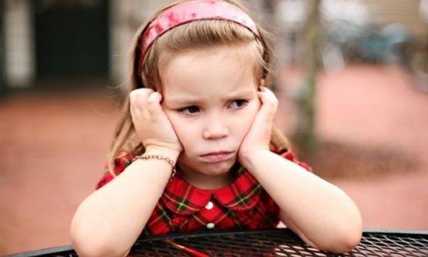 Πώς οι προσδοκίες των γονέων ενισχύουν τη σχολική φοβία