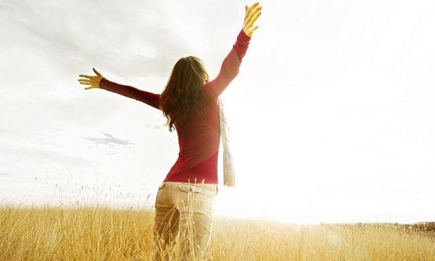 Τι πιστεύετε ότι ενισχύει την ευτυχία μας; Η απάντηση θα σας εκπλήξει