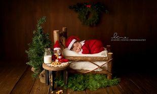 10 φωτογραφίες νεογέννητων που γιορτάζουν τα πρώτα τους Χριστούγεννα