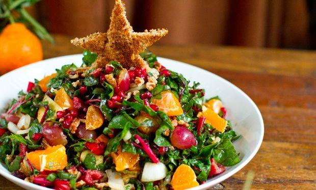 5 ιδέες και συνταγές για να διακοσμήσετε τις χριστουγεννιάτικες σαλάτες σας!