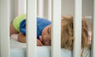 Πότε πρέπει να μετακινηθεί το μωρό από την κούνια στο κρεβάτι;