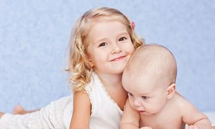 Παιδιά και ψυχολογία: Όταν έρχεται το αδελφάκι σπίτι...
