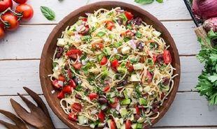 Συνταγή για κρύα σαλάτα με σπαγγέτι, λαχανικά και dressing
