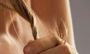 Τι μπορεί να φταίει και πέφτουν τα μαλλιά σας... τούφες;