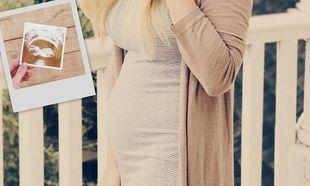 Είναι έγκυος και μας δείχνει την κοιλίτσα της μέσα από την πρώτη ολόσωμη φωτογραφία