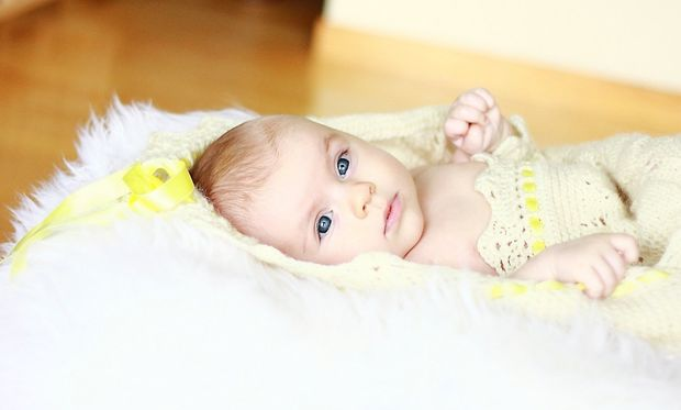 4 μηνών μωρό: Τι μπορεί να κάνει ένα μωρό στο τέλος του 4ου μήνα της ζωής του