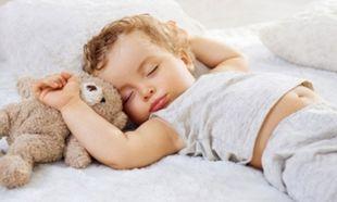 Φροντίδα μωρού: Πώς μπορούμε να διατηρήσουμε το κρεβάτι του καθαρό;