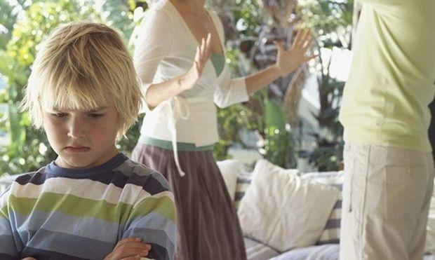 Πώς οι καυγάδες επηρεάζουν την υγεία παιδιών και γυναικών