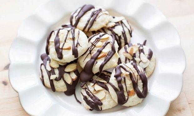 Μπισκοτάκια αμυγδάλου με σοκολάτα-Απλά μοναδικά!