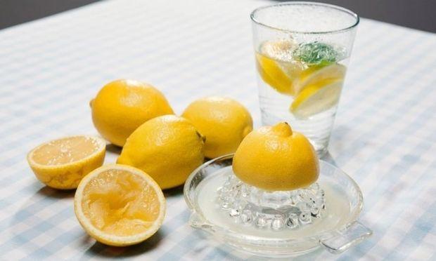 Τι να προσέχετε αν πίνετε νερό με λεμόνι κάθε πρωί!
