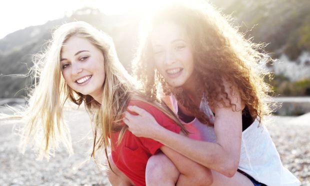Ένα γράμμα στην έφηβη κόρη μου: «Είσαι όμορφη και έξυπνη ακόμη και αν δεν το πιστεύεις»
