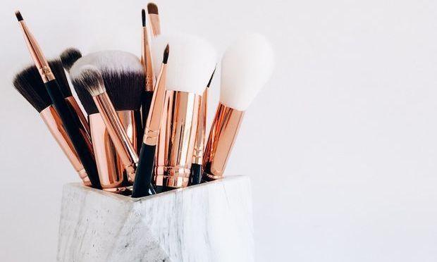 Καθαρίστε τα πινέλα του μακιγιάζ σας σήμερα!