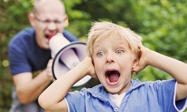 Πώς οι καθημερινές φωνές και οι κατσάδες των γονιών οδηγούν τον έφηβο σε κατάθλιψη
