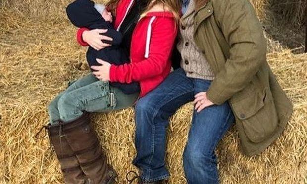 Η πρώτη οικογενειακή εκδρομή μετά τη γέννηση του γιου τους!
