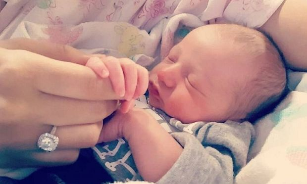 Λίγες ώρες μετά τη γέννησή του, αυτό το μωρό έκανε τη μεγαλύτερη έκπληξη στη μαμά του