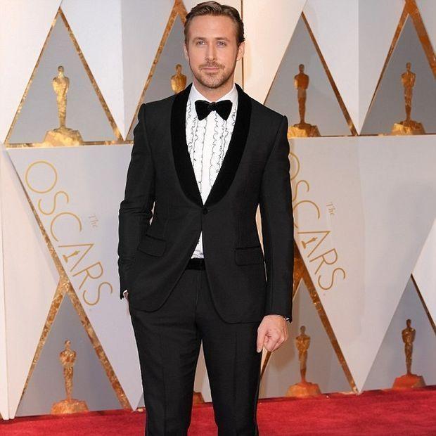 Stop the press:Ο Ryan Gosling εμφανίστηκε στα Oscar με την αδερφή του και το Twitter πήρε φωτιά