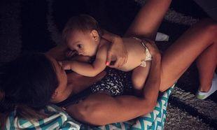 Μοντέλο απάντησε στα αρνητικά σχόλια για τις φωτογραφίες θηλασμού του 16 μηνών γιου της