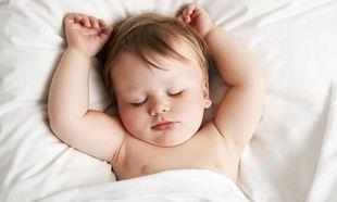 Τι πρέπει να φοράει το μωρό στον ύπνο
