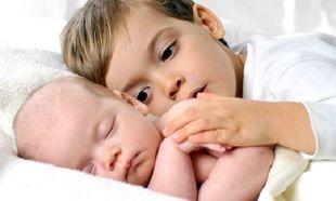 15 φωτογραφίες που όλοι οι γονείς πρέπει να έχουν με το νεογέννητο μωρό τους
