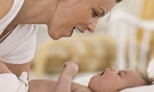 Πώς να βοηθήσετε το μωρό σας να μιλήσει