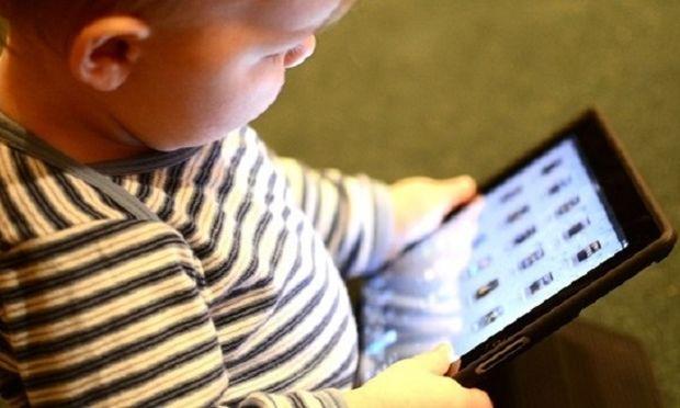 Αφήστε τα παιδιά ελεύθερα και μην τα βάζετε από τώρα στο βραχνά της τεχνολογίας