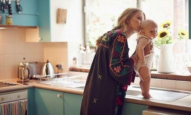 Μια μαμά είναι γυναίκα με τα όλα της και πρότυπο για τα παιδιά της είτε είναι κορίτσια είτε αγόρια