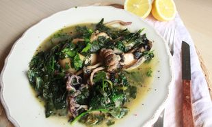 Νηστίσιμη συνταγή: Σουπιές με σπανάκι, σέσκουλα και μυρωδικά