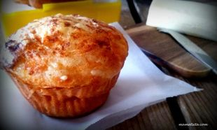 Τυρένια maffin με γραβιέρα στο πι και φι, από τη MamaTsita