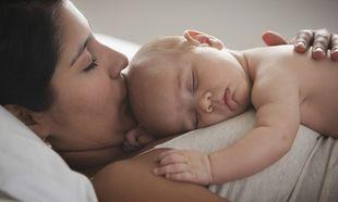 10 πράγματα που συμβαίνουν στο σώμα μας μετά τη γέννα