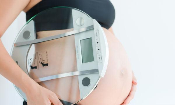Πόσο βάρος μπορώ να πάρω στην εγκυμοσύνη; (vid)