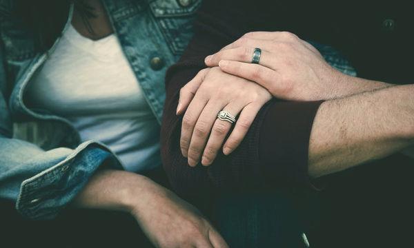 Κι όμως τα οικονομικά προβλήματα μπορούν να επηρεάσουν τη σχέση του ζευγαριού