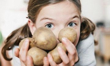 Γιατί πρέπει να καταναλώνουμε την πατάτα με τη φλούδα